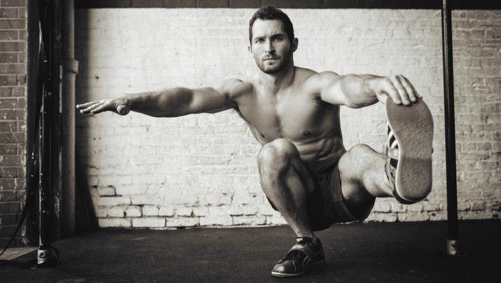 Činky versus cvičení svlastním tělem